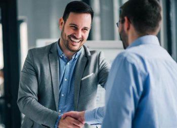 Umowa absolwencka: czy warto zatrudnić praktykanta?